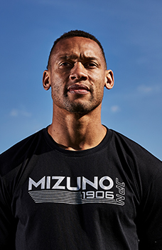 An athlete using Mizuno rugby gear